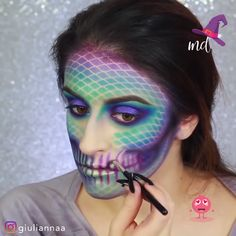 Are you looking for ideas for your Halloween make-up? Browse around this website for unique Halloween makeup looks. Unique Halloween Makeup, Halloween Skull, Scary Halloween, Show Makeup, Makeup Blog, Face Paint Makeup, Makeup Art, Mermaid Makeup Tutorial, Body Painting Festival