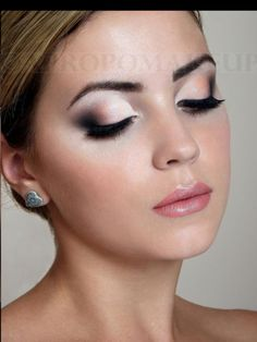 Use this makeup for prom, graduation, sweet 16, Quinces, anniversary, wedding, baby showers, party, etc.