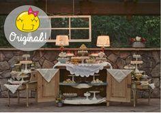 Olhaí, essa eu nunca tinha visto! Essa carinha vintage ficou a coisa mais linda! Um armário pra servir de mesa. Isso é que é criatividade!