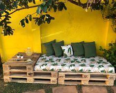 Diy Furniture Couch How To Make - New ideas Pallet Patio Furniture, Diy Furniture Couch, Pallet Sofa, Pallet Lounge, Diy Home Crafts, Diy Home Decor, Room Decor, Interior Design, Diy Instagram