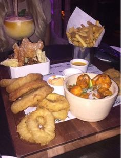 Fashion Truth by Ruth Blog: Mc Gettigans Starter Sample Platter. It tasted as yummy as it looked!! Into The West, Food Reviews, Food Menu, Platter, Starters, New Recipes, Blog, Fashion, Moda