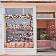 This Pretty-in-Pink Cake Shop Is Sweet Enough to Eat—Step Inside Inside Sweet Laurel's First L. Cake Shop (It's Delicious) Cake Shop Design, Schönheitssalon Design, Coffee Shop Design, Store Design, Design Ideas, Patisserie Design, Bakery Design, Boutique Patisserie, Decoration Patisserie