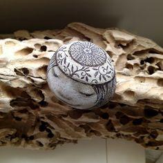 goldeneggstudio: Hand painted rocks