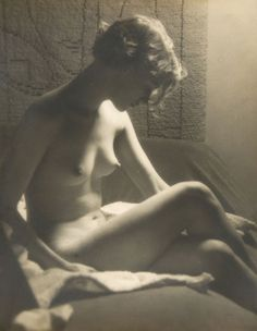 Man Ray, Lee Miller Nude with Sunray Lamp, 1929.
