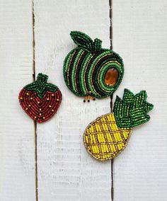 Брошь из бисера, ручная работа. Яблоко , клубника , ананас .