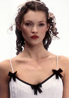 Fashion Week, 90s Fashion, Vintage Fashion, Fashion Outfits, Fashionable Outfits, Couture Fashion, Runway Fashion, Fashion Hair, Sexy Outfits