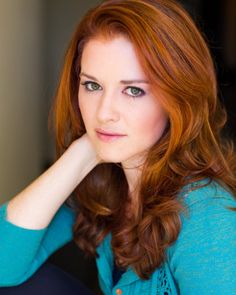 Sarah Drew is gorgeous <-- yes she is! And she seems like a good person, too.