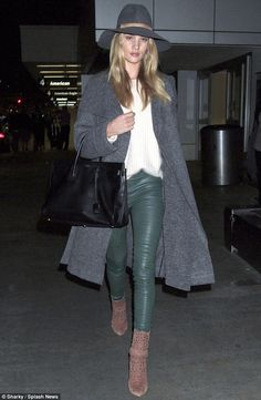 Rosie Huntington-Whiteley dons oversized hat as she jets back to LA #dailymail