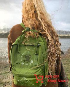 Aesthetic, blonde, and girl image Re Kanken, Kanken Mini, Kanken Backpack, Diy Backpack, Mochila Adidas, Estilo Grunge, Cute Bags, Plastic Bottles, Diy Clothes