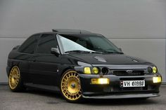 Ford Escort RS Cosworth (not my pic) if you know the owner please tag them in 👍🏻👌🏻, all of the credit for the pic and cargoes to the owner👍🏻 If you want your classic/retro ford featured just DM me 👍🏻🏎 &n Ford Rs, Car Ford, Ford Trucks, Bike Rally, Rally Car, Ford Capri, My Dream Car, Dream Cars, Ford Sierra