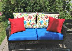 How to re-cover patio furniture cushions Patio Furniture Makeover, Patio Furniture Cushions, Patio Furniture Covers, Patio Cushions, Diy Outdoor Furniture, Patio Chairs, Outdoor Sofa, Outdoor Decor, Furniture Ideas