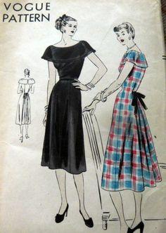 LOVELY VTG 1940s DRESS VOGUE Sewing Pattern 16/34