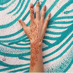 Today we are feeling inspired by henna and street art! What inspires you? #sustainablefashion #ecochic #ecofashion #crueltyfree #organic #creative #inspiration #streetart #henna  @shopvirtueandvice  #goa #india