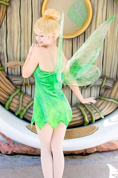 Sweet and sassy Tinker Bell at Disneyland Walt Disney, Disney Girls, Disney Love, Disney Magic, Cute Cosplay, Cosplay Outfits, Cosplay Girls, Disneyland Face Characters, Disney World Characters