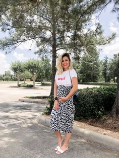 b8b59b081e4a3 Looking for maternity clothes? Houston blogger Uptown with Elly Brown  shares Where to Buy The