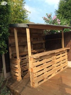 Amazing Shed Plans - Outrageous Pallet Bar Out of 12 Reclaimed Pallets DIY Pallet Bars Now You Can Build ANY Shed In A Weekend Even If You've Zero Woodworking Experience! Start building amazing sheds the easier way with a collection of shed plans! Bar Pallet, Palet Bar, Outdoor Pallet Bar, Pallet Wood, Outdoor Bars, Pallet Couch, Pallet Tables, Pallet Bar Stools, Pallet Bar Plans