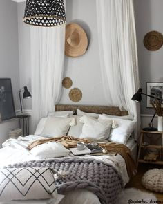 Pour une chambre tendance et cosy, découvrez notre sélection de lits, tables de chevets, linge de lit et objets déco. // 📷@colorful._dreams Home Decor Inspiration Décoration Déco Dormir Décoration Maison Scandi Boho Sleep Bedroom Inspiration#décomaison#boho #chambre#lit#homedecor #oreillers #ideas #bedroom #sleep
