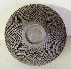 Je crée pour vous des bols en grès, contenants d'exception, intemporels, brut et précieux.