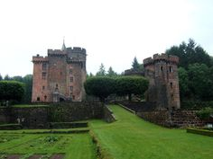 Château-Dauphin ►► http://www.frenchchateau.net/chateaux-of-auvergne/chateau-dauphin.html?i=p