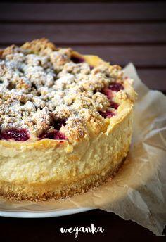Tofurnik with raspberries and crumble. Cheesecake Pops, Vegan Cheesecake, Raspberry Crumble, Keto Recipes, Dessert Recipes, Wonderful Recipe, Vegan Sweets, Relleno, Love Food