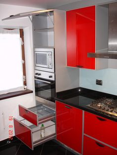 Mobila Bucatarie Corp deasupra cuptorului cu sistem de ridicare piston pe gaz Kitchen Cabinets, Kitchen Appliances, Wall Oven, Home Decor, Diy Kitchen Appliances, Home Appliances, Decoration Home, Room Decor, Cabinets