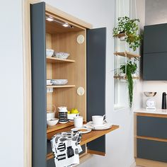A breakfast area in the kitchen; the new e (irresistible) trend for cooking Limente Lights 69271934 153109869130431 871189112203933103 N Glass And Aluminium, Aluminium Doors, A Shelf, Shelves, Tidy Kitchen, American Kitchen, Kitchen Must Haves, Entry Hall, Bathroom Medicine Cabinet