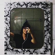 """Shooow esse espelho que a @luizaverashm, do Instagram, fez.  Na legenda da foto, ela disse: """"Das 60 mil coisas que se podem fazer com POSCA"""".  Na verdade, 60 mil é muito pouco, porque a POSCA é um infinito de possibilidades.  Segue lá: www.instagram.com/PoscaOficial  (Foto: http://instagram.com/p/k8GVI5i9vX/)"""
