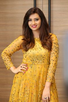 Isha Chawla yellow dress posing for a photos for the media at Mr. and Miss Urban India Salwar Designs, Blouse Designs, Sexy Gown, Beautiful Legs, Beautiful Women, Beautiful Indian Actress, India Beauty, Indian Girls, Indian Bridal