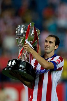 Diego Godin celebrates after winning La Liga Cup trophy after a match against SD Eibar on August World Football, Football Soccer, Football Players, Football Wallpaper, My Images, Sports, August 2014, Soccer, America's Cup