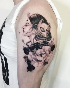 Chronic Ink tattoo Cindy asian-style tattoo Geisha with mask & flowers - New Tattoo Trend Asian Tattoos, New Tattoos, Girl Tattoos, Mosaic Tattoo, Geisha Tattoo Design, Japan Tattoo, Detailed Tattoo, Wrist Tattoos, Tattoo Trends
