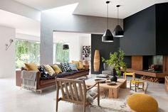 Un salon décoré de façon design et artisanale. Plus de photos sur Côté Maison http://petitlien.fr/7prk