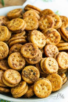 Crunchy, salty, perfectly seasoned, Baked Seasoned Ritz Bits so quick and easy to make. it'll become your new favorite snack! Salty Snacks, Quick Snacks, Yummy Snacks, Yummy Food, Snacks To Make, Salty Foods, Snack Mix Recipes, Cooking Recipes, Snack Mixes