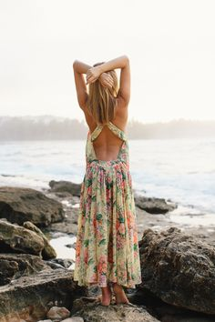 I love the back on this stunning #dress perfect for the beach! From http://tuulavintage.com/2014/02/turtle-bay/