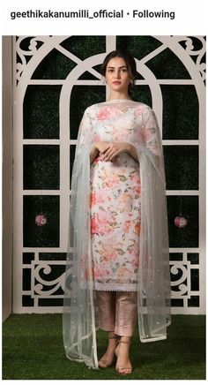 Pakistani Fashion Casual, Pakistani Dresses Casual, Indian Gowns Dresses, Pakistani Dress Design, Indian Fashion, Kurti Designs Pakistani, Punjabi Fashion, Pakistani Couture, Kurta Designs Women