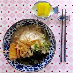 """Today's Lunch- miso noodle with cabbage and fish cake. 오늘점심은 양배추와 오뎅 을 넣어 만든 """"된장국수"""" 입니다. 오텡 양배추국 같이 끓이는데요 간장이 기본간이구요 생된장으론 맛, 멸치가루로만 국물을 냅니다."""
