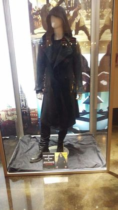 Assassin's Creed movie Callum Lynch outfit Assassin's Creed Film, Creed Movie, Assassins Creed Art, Modern Clothing, Dark Phoenix, Modern Outfits, Lynch, Weapons, Hero