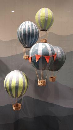 Heißluftballon basteln und stilvoll dekorieren Make hot air balloon and decorate it in style Paper Mache Projects, Paper Mache Crafts, Art Projects, Diy Paper, Paper Art, Balloon Crafts, Paper Mache Balloon, Hot Air Balloon Paper, Paper Mache Sculpture