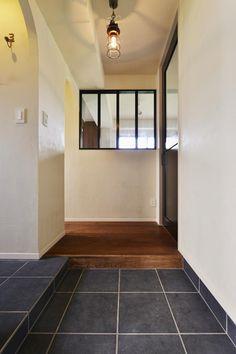 玄関(U邸・全面リフォーム!家族が快適に暮せる住まい) - 玄関事例|SUVACO(スバコ)