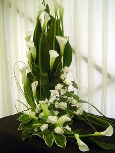 Arreglo de Alcatraces [$ 1,026.00] Contemporary Flower Arrangements, Tropical Floral Arrangements, Large Flower Arrangements, Flower Arrangement Designs, Altar Flowers, Church Flowers, Wedding Table Flowers, Funeral Flowers, Unusual Flowers