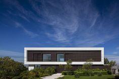 An Open Plan Brazilian House With Splendid Views