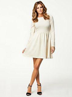 Shoppe Dress - Just Female - Creme - Klänningar - Kläder - Kvinna - Nelly.com