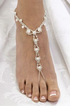 barefoot bride jewelry sandals #wedding http://www.ladybead.com/