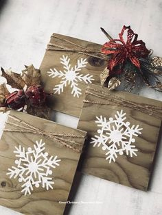 6 GREY WOODEN CHRISTMAS STAR /& SNOWFLAKE 45mm DECORATION STICK ON SELF ADHESIVE