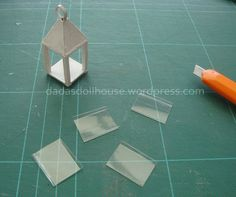 Easy Diy Crafts, Craft Stick Crafts, Diy Crafts To Sell, Diy Doll Miniatures, Halloween Miniatures, Doll House Crafts, Doll Crafts, Acrylic Paint Bottles, Princess Crafts