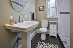 floor and bathroom tilr detail