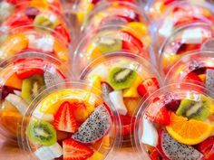The Pros/Cons of Meal Prep - Summer Party Fruit Parfait, Fruit Cups, Salad Packaging, Food Packaging, Juice Bar Design, Fruit Shop, Fruit Party, Stock Foto, Valentine Treats