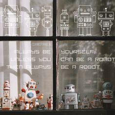 Vintage geïnspireerde robot #raamtekening met 'Always be yourself, unless you can be a robot, then always be a robot' quote. Staat stoer in de kinderkamer!