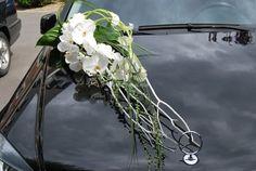 Voiture de Atelier Florevent | Photo 16 Wedding Car Decorations, Flower Decorations, Wedding Cards, Wedding Events, Wedding Bouquets, Wedding Flowers, Bridal Car, Fairytale Weddings, Wedding Looks