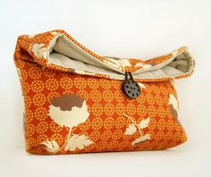 Cute makeup/travel bag - looks like an easy sewing project.
