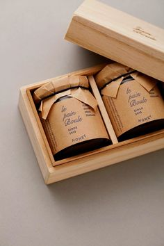 Le pain boule / HONEY : brand logo & package design in Packaging Design Food Packaging Design, Packaging Design Inspiration, Brand Packaging, Jar Design, Bottle Design, Food Design, Honey Logo, Honey Brand, Honey Label